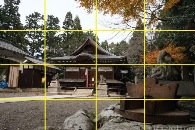 一眼レフの基本的な構図である四分割法を使って撮影した神社の写真