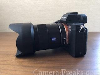α7 ⅡにSEL55F18Zを装着した写真(側面)