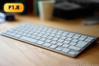 SEL55F18Zで絞りF1.8で撮影したキーボード