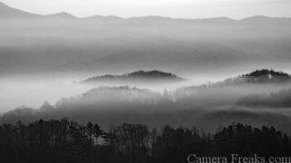 一眼レフで白黒撮影した風景写真