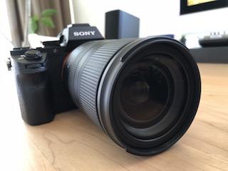 ソニーEマウントフルサイズミラーレス一眼α7 ⅡにタムロンソニーEマウント用フルサイズ対応標準ズームレンズ タムロン 28-75mm F:2.8 Di III RXD (Model A036)を付けて正面から撮った写真