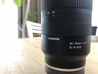 ソニーEマウント用フルサイズ対応標準ズームレンズ タムロン 28-75mm F:2.8 Di III RXD (Model A036)のレンズ鏡筒
